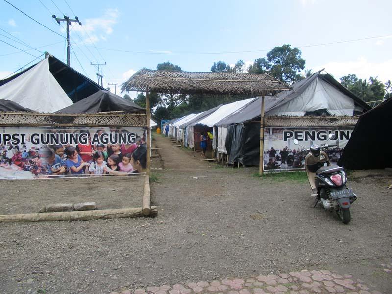 アグン山避難キャンプ